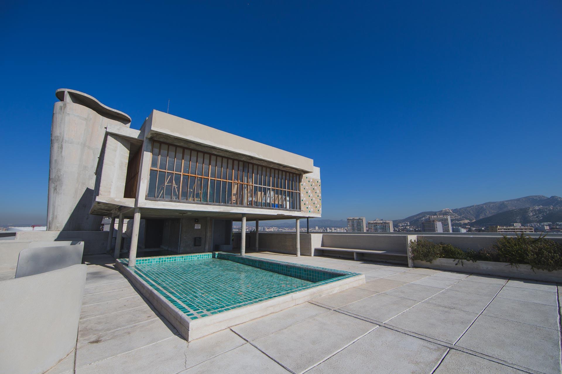 Hotel-avec-piscine-vue-mer-marseille